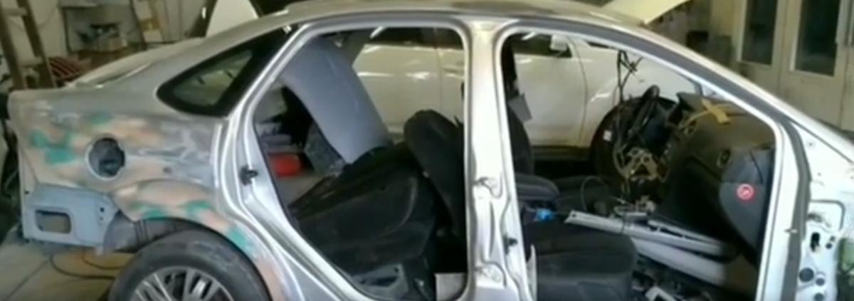 Процесс покраски автомобиля в покрасочной камере